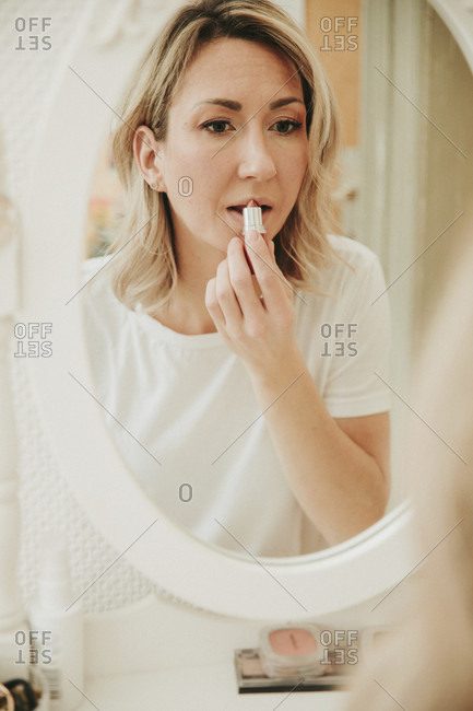 Woman puts on make-up