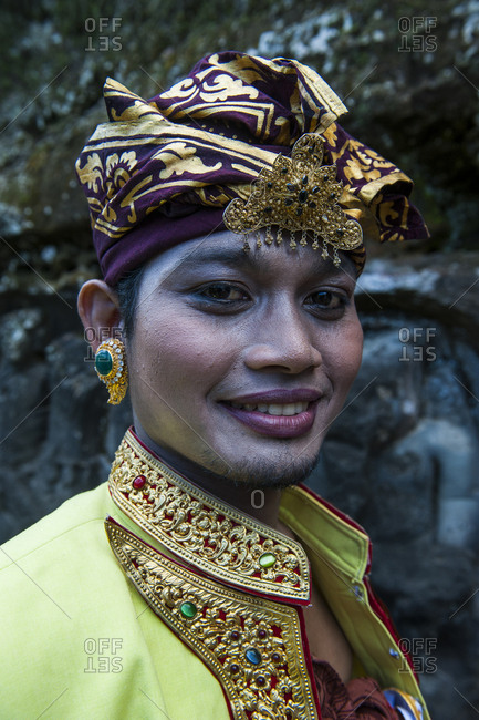 June 10, 2011: Indonesia- Bali- Traditionell dressed man