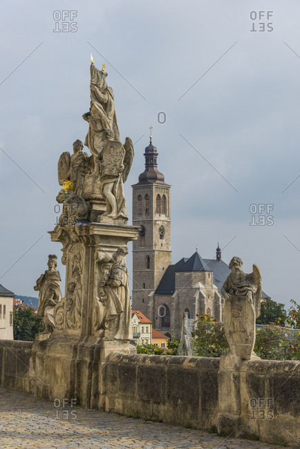 Czechia- Kutna Hora- view to Sankt Jakob Church with Sankt Barbara Statue in the foreground