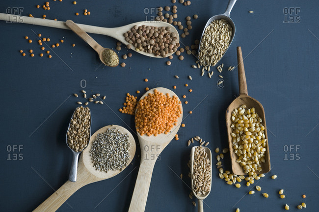Red lentils- brown lentils- amarant- wheat- spelt wheat and corn on spoons