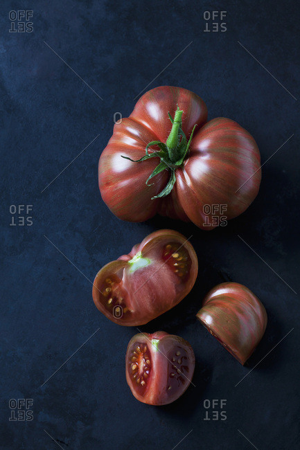 Whole and sliced beef tomatoes 'Chocolate Stripes'