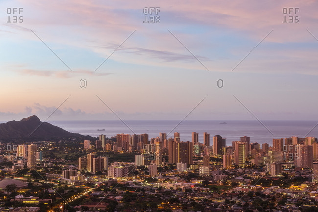 USA- Hawaii- Oahu- Puu Ualakaa State Park- View from Tantalus Lookout to Honolulu and Diamond Head at sunrise