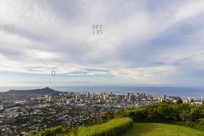 USA- Hawaii- Oahu- Puu Ualakaa State Park- View from Tantalus Lookout to Honolulu and Diamond Head