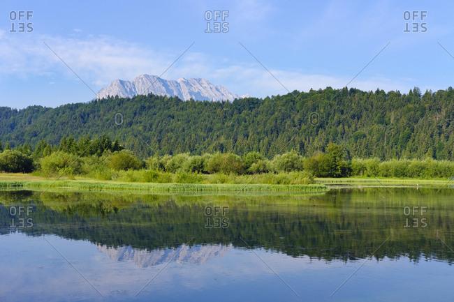 Germany- Bavaria- Werdenfelser Land- Isar dam Kruen- Wetterstein mountains- Obere Wettersteinpitze in the background