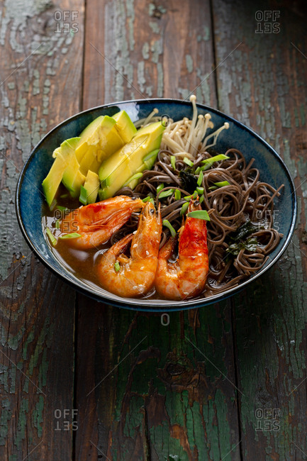 Rice noodles with seafood