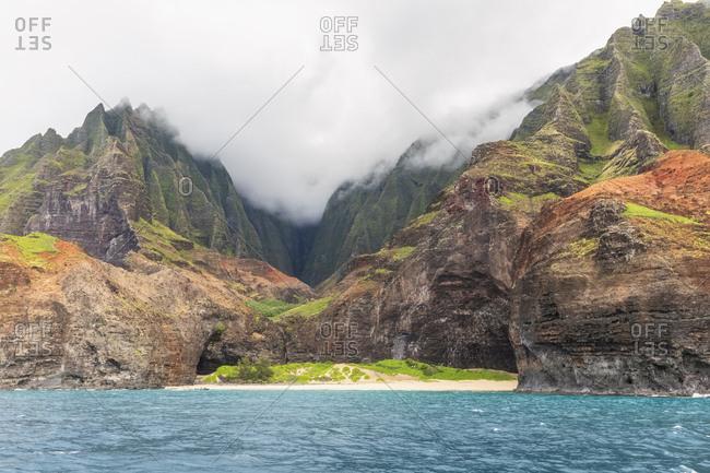 USA- Hawaii- Kauai- Na Pali Coast State Wilderness Park- Na Pali Coast- Honopu Beach