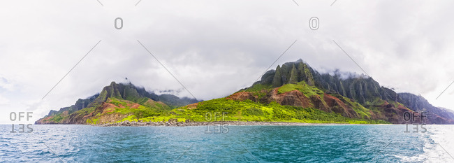 USA- Hawaii- Kauai- Na Pali Coast State Wilderness Park- Panoramic view of Na Pali Coast