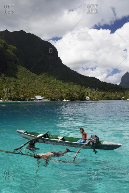 April 11, 2010: FRENCH POLYNESIA, Moorea Island. A family spearfishing at Opunohu Bay.