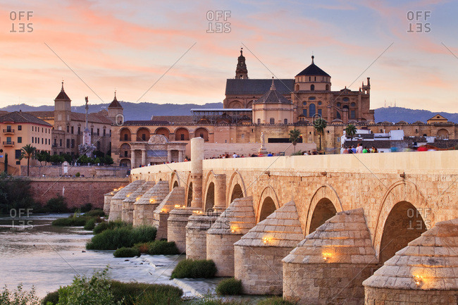 Spain, Andalusia, C�rdoba, La Mezquita Cathedral, The Cathedral and former Great Mosque of C�rdoba (Mezquita de C�rdoba) and Roman Bridge (Puente Romano) over the Guadalquivir River