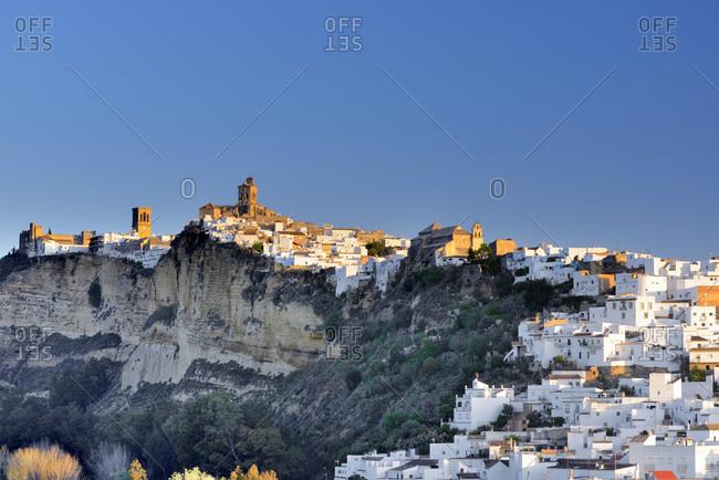 Spain, Andalusia, Arcos de la Frontera, Iglesia de San Pedro and St. Mary Parish on top of the hill among Arcos de la Frontera old town