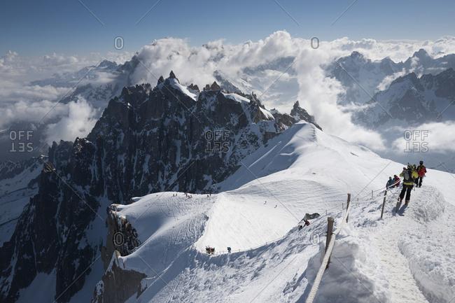 France, Auvergne-Rh�ne-Alpes, Chamonix Mont Blanc, Alps, Haute-Savoie, Starting the descent of the Aiguille du Midi ridge