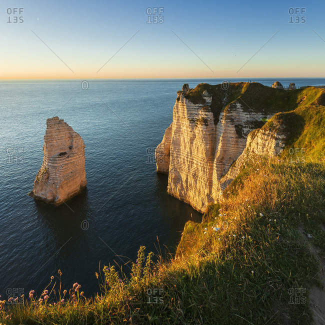 France, Normandy, English Channel, Seine-Maritime, Coastal landscape along the Falaise d'Aval the famous white cliffs of Etretat village, with the Porte d'Aval natural arch and the rock known as the Aiguille d'Etretat