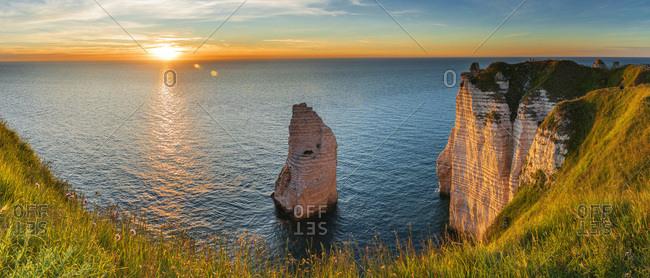 France, Normandy, English Channel, Seine-Maritime, Coastal landscape along the Falaise d'Aval the famous white cliffs of Etretat village, with the rock known as the Aiguille d'Etretat
