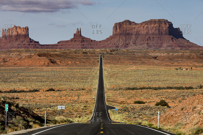United States, Arizona, Monument Valley Tribal Park, Monument Valley, the long road leading to the iconic monument valley