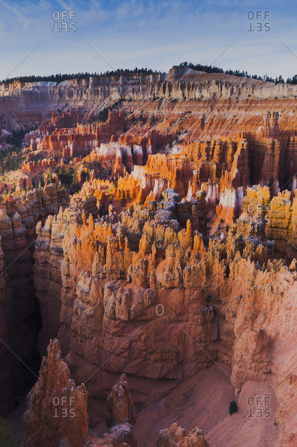United States, Utah, Bryce Canyon National Park, elevated view of Bryce Canyon with iconic Thor's hammer rock in the foreground at sunrise