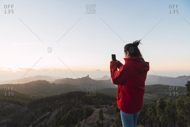 Spain- Gran Canaria- Pico de las Nieves- woman taking photo of view