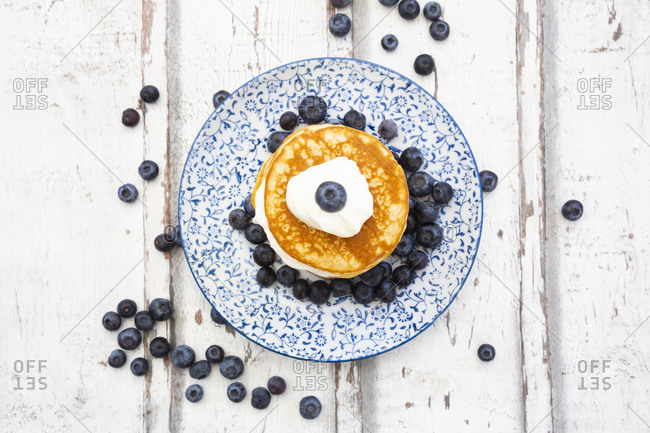 Pancakes with blueberries and greek yogurt- with almond flour- ketogenic diet
