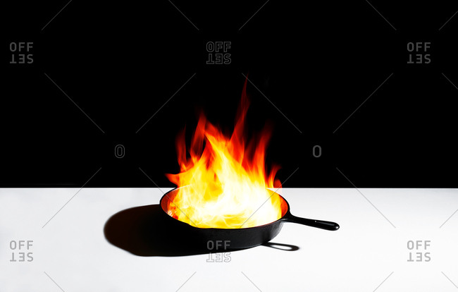 Skillet with flames - Offset Collection