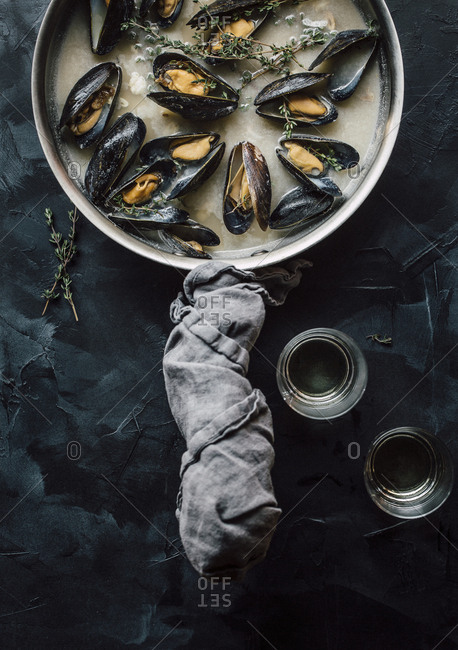 Overhead view of mussels in a pan