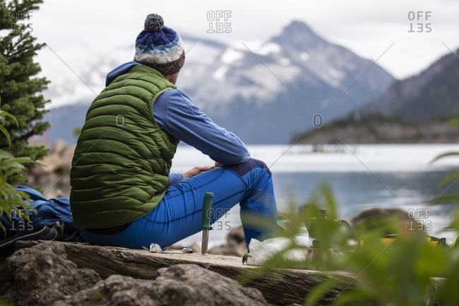 Canada, British Columbia, Garibaldi Provincial Park, man at Lake Garibaldi