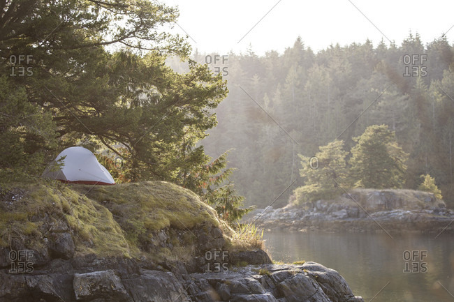 Canada, British Columbia, Johnstone Strait, tent on Owl Island