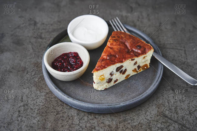 Cottage cheese casserole with dried apricots and jam
