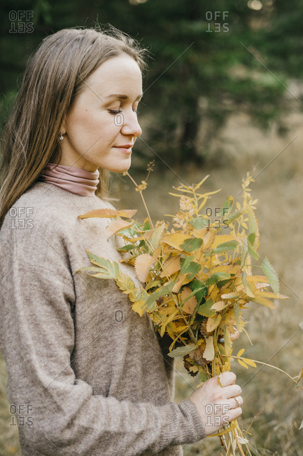 Young beautiful woman with an autumn bouquet in her hands. autumn in the forest