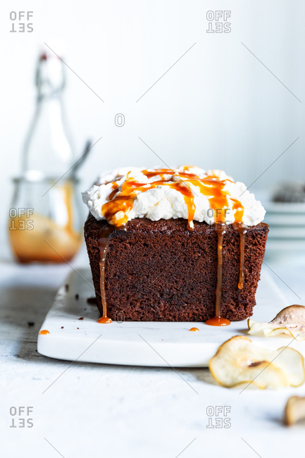 Pear Spice cake with caramel drips