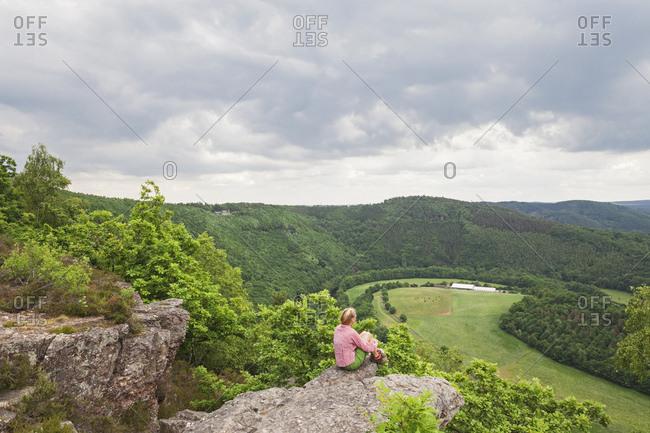 Germany- North Rhine-Westphalia- Eifel- Nideggen region- hiker enjoying view from Eugenienstein to High FensEifel Nature Park