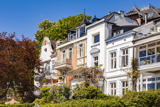 Germany- Hamburg- Oevelgoenne- houses at the Elbe shore