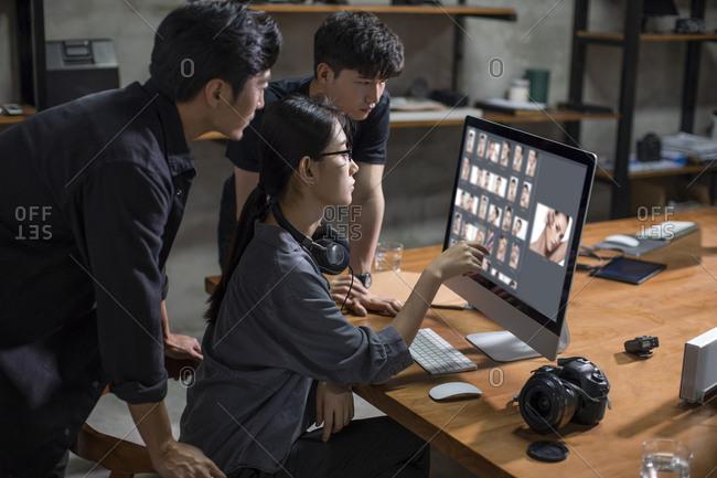 Photographers working in studio - Offset
