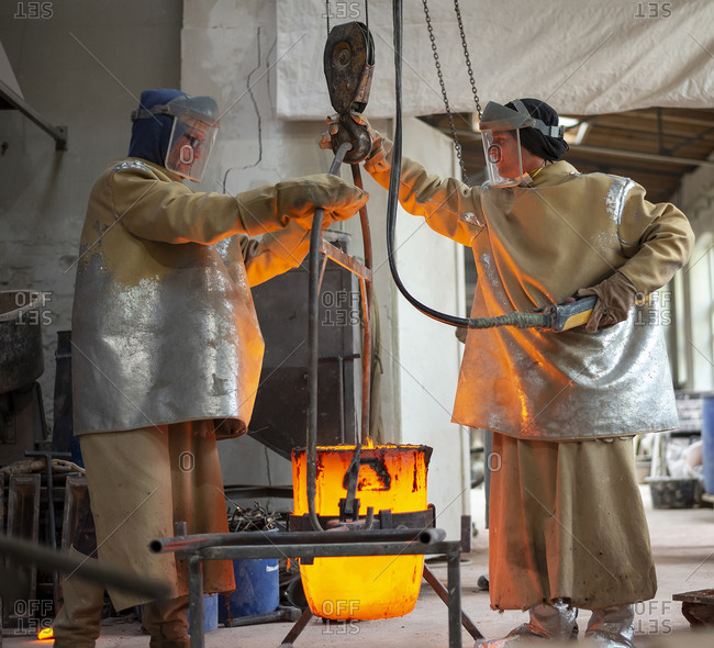Art foundry- Foundry workers lifting mold