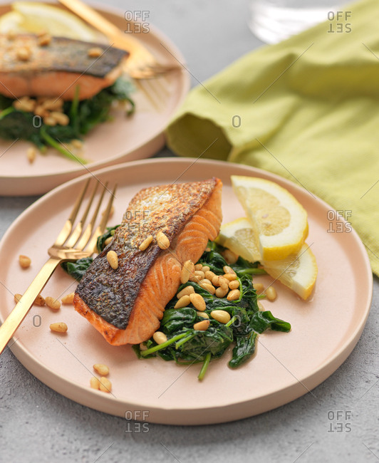 Roast salmon fillet with spinach and toasted pinenuts