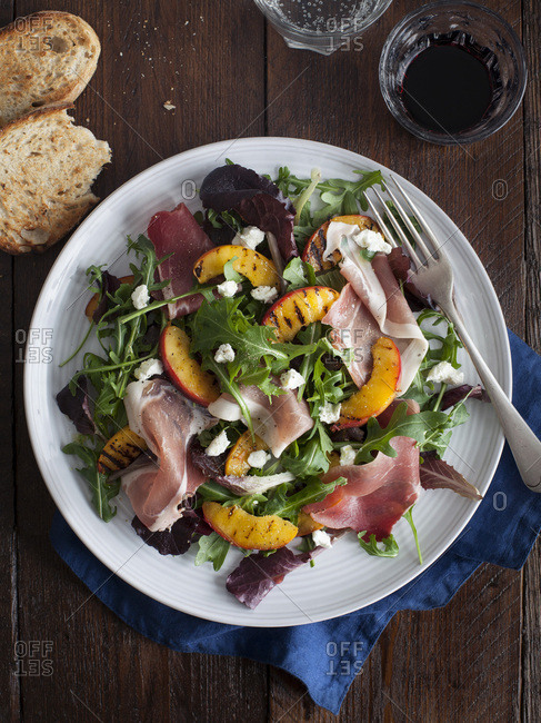 Grilled Peach and Proscuitto Salad