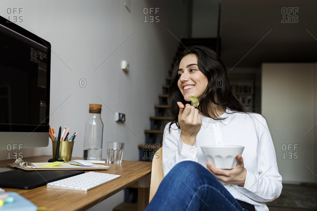 Young business woman having healthy lunch at work