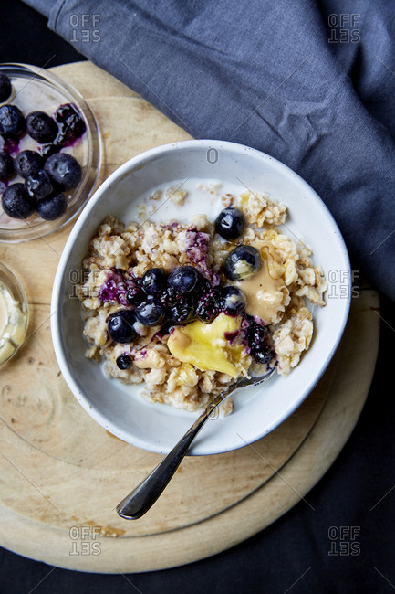 Oatmeal porridge with blueberries and nut butter,