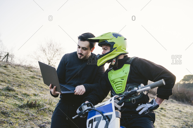 Motocross talking to coach with laptop