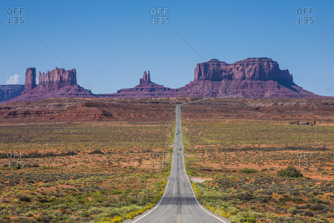 USA- Arizona- Monument valley- empty road