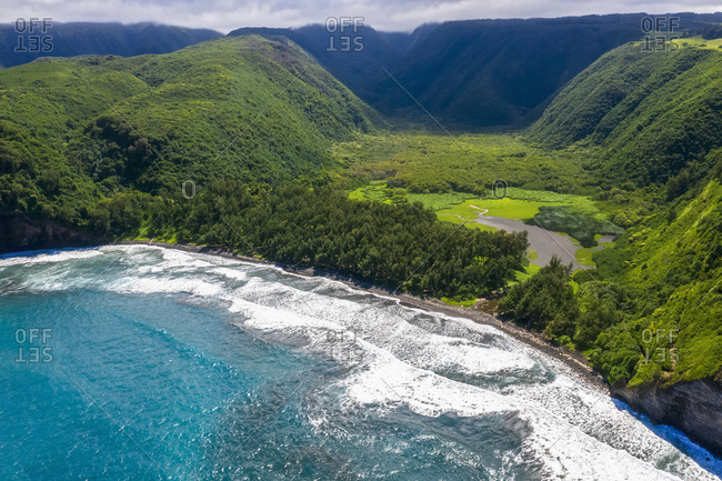 USA- Hawaii- Big Island- Pacific Ocean- Pololu Valley Lookout- Pololu Valley and Black Beach- Aerial View