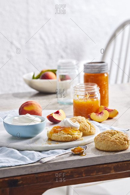 Peach jam and biscuits - Offset
