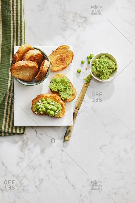 Smashing green crostini