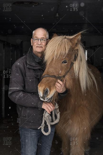 Senior man with pony - Offset