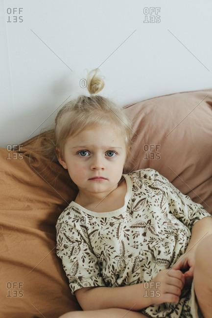 Girl looking at camera - Offset