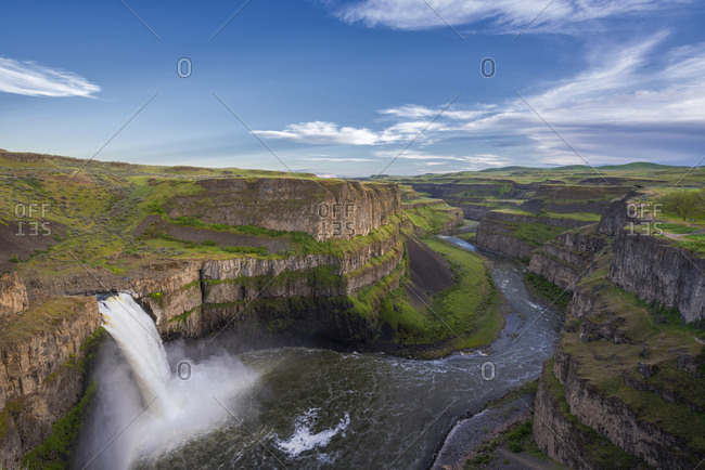 USA, Washington State, Palouse Falls State Park. Spring runoff over cliff.