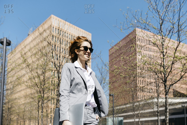 Businesswoman with laptop- commuting in the city