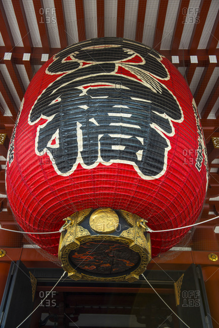 Japan- Tokyo- huge lampion in front of Senso-ji temple