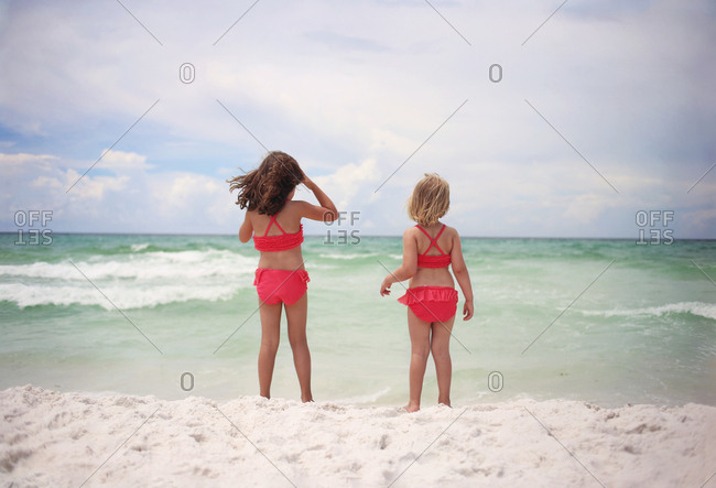 two girls looking out over the ocean