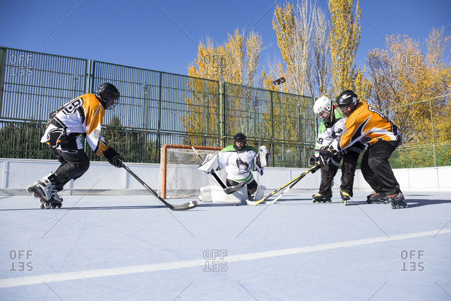 In-line hockey players attacking the gates of opposite team