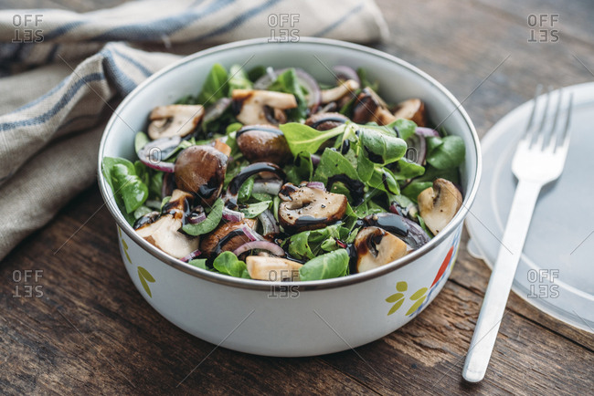 Lunch box with field salad- onions- roasted mushrooms- onions and balsamico