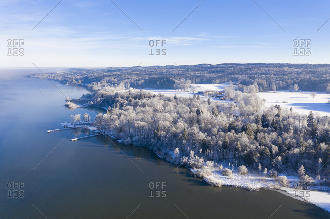 Germany- Bavaria- Sankt Heinrich- snowy forest at Lake Starnberg- aerial view